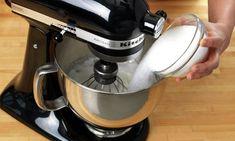 Pavlova med eggekrem | Oppskrift - MatPrat Kitchen Aid Mixer, Kitchen Appliances, Pavlova, Espresso Machine, Coffee Maker, Salt, Dessert, Caramel, Diy Kitchen Appliances