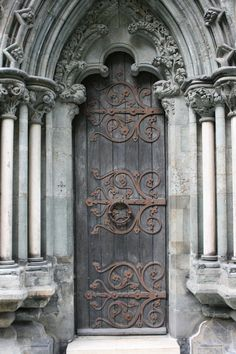 something so beautiful about this door. Reminds me of LOTR.