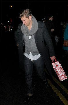 Allen Leech wearing a scarfey-scarf. I approve.