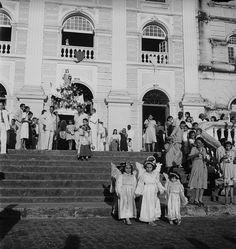 Museu Afrodigital da UFMA - Maranhão (1948) - Procissão de São Luís na igreja da Sé