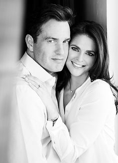 25. Oktober 2012: Prinzessin Madeleine von Schweden und ihr Freund Christopher O'Neill haben sich verlobt und blicken fröhlich in die Zukunft.