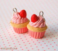 brincos cupcake de morango - vermelho - prata 925 - www.pokkuru.com.br - R$37 - #earring #jewelry #cute #cupcake #strawberry #pink