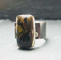 Silberring mit Goldfassung und Pietersitstein von dieElsterSchmuck auf Etsy Cuff Bracelets, Jewels, Etsy, Fashion, Silver Jewellery, Moda, Jewerly, Fashion Styles, Gemstones