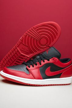 """Along with showing major love to the Chicago Bulls, the Air Jordan 1 Low """"Reverse Bred"""" also gives props to the Air Jordan 1 High '85's """"Varsity Red"""" color block, making it an essential look for the low-top shoe. Jordan 3, Chicago Bulls, Top Shoes, Red Color, Nike Air Force, Air Jordans, Sneakers Nike, Nike Tennis, Air Jordan"""