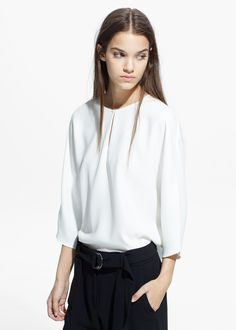 MANGO | Crepe blouse with keyhole detail on the front and 3/4 dolman sleeves with decorative button - Also available in blue