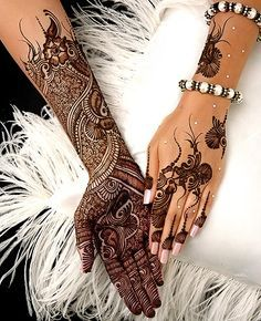 """Share this on WhatsAppThe Arabic mehndi designs are usually visible on wedding day and """"Henna nights"""". They also call Henna night as """"the night before [. Henna Tattoo Designs, Henna Tatoos, Tatto Design, Bridal Henna Designs, Arabic Mehndi Designs, Mehndi Tattoo, Mehndi Designs For Hands, Henna Mehndi, Hand Tattoos"""