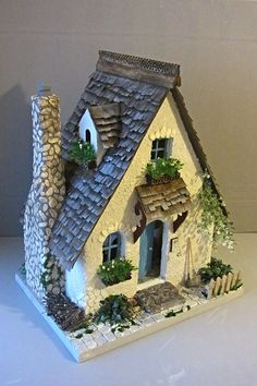 Fairy House Crafts, Clay Fairy House, Fairy Garden Houses, Garden Crafts, Clay Houses, Ceramic Houses, Miniature Houses, Paper Houses, Plastic Container Crafts