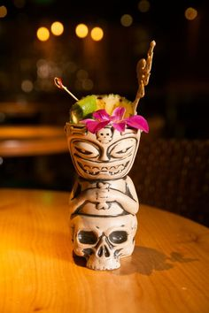 In tiki we trust: Find escapism from the holiday madness with three tiki cocktails from Chicago's Three Dots and a Dash. Tiki Art, Tiki Tiki, Rock And Roll, Cocktail Garnish, Tiki Cocktail, Vintage Tiki, Vintage Hawaii, Tiki Bar Decor, Tiki Lounge