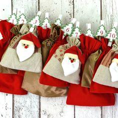 6 niedliche Santa Claus-Köpfe eingebettet in Rot und schimmerndem Braun.