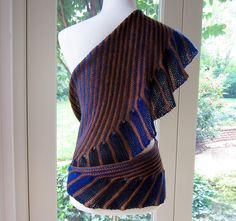 Ravelry: Cate's Wrap - crochet pattern by Julie Blagojevich - FREE RAV! Pull Crochet, Crochet Wrap Pattern, Mode Crochet, Crochet Stitches Patterns, Knitting Patterns, Knitted Shawls, Crochet Scarves, Crochet Shawl, Crochet Clothes
