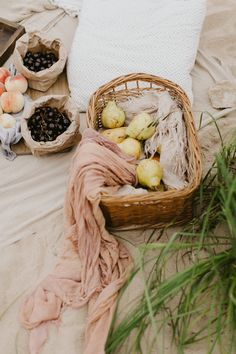 Picnic in the nature. Picnic on the beach. Picnic date. Picnic Date, Beach Picnic, Summer Picnic, Picnic Photo Shoot, Picnic Photography, Scandinavian Design, Summer Time, Make It Yourself, Simple