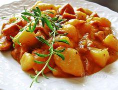 Zemiakový guláš Czech Recipes, Russian Recipes, Ethnic Recipes, Thai Red Curry, Potato Salad, Catering, Food And Drink, Ale, Menu