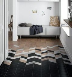 Looking for hallway ideas? Make the most of your entryway with these simple styling tricks and smart storage solutions Smart Storage, Floor Art, Internal Doors, Modern Interior Design, Mudroom, Storage Solutions, Living Spaces, Ikea, Entryway