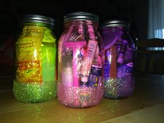 Pageant in a Jar! Going to give these to my daughter's sister queens on pageant… Mason Jar Crafts, Mason Jar Diy, Crafts To Make, Fun Crafts, Jar Gifts, Gift Jars, Going Away Parties, Pageant Girls, Basket Crafts