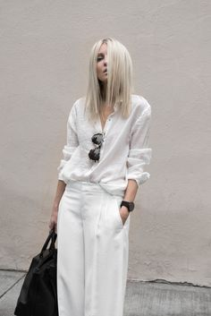 38 Upcoming Street Style Looks That Always Look Fantastic - Luxe Fashion New Trends - Fashion for JoJo Monochrome Fashion, Minimal Fashion, White Fashion, Look Fashion, Fashion Outfits, Fashion Trends, Minimal Style, Latest Outfits, All White Outfit