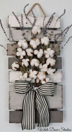 Farmhouse chic way. Faux lavender, rustic cotton stems and a rustic wood pallet come together to create a warm and inviting piece perfect for any room of your home. Cotton and Lavender Farmhouse Style Wall Decor, rustic decor, rustic home decor Diy Home Decor Rustic, Farmhouse Wall Decor, Farmhouse Chic, Country Decor, Rustic Wall Decor, Pallet Wall Decor, Farmhouse Design, Pallet Walls, Farmhouse Garden