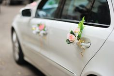 What an elegant way to decorate the getaway car for the bride and groom!