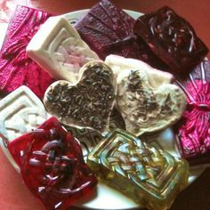 Homemade soaps Homemade Soaps, Homemade Crafts, Bath Products, Cleaning Products, Diy Body Wash, Home Medicine, Soap Colorants, Ideas Creativas, Lotion Bars