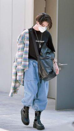 Foto Bts, Foto Jungkook, Jungkook Cute, Bts Taehyung, Bts Bangtan Boy, Look Fashion, Korean Fashion, Fashion Outfits, Korean Airport Fashion