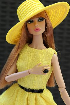 Fashion Royalty Dolls, Fashion Dolls, Fashion Outfits, Dress Up Dolls, Barbie Dress, Dolly Dress, Vintage Barbie Clothes, Doll Clothes, Beautiful Saree