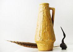 Bekijk dit items in mijn Etsy shop https://www.etsy.com/nl/listing/501263580/west-gemany-vase-relief-ilkra