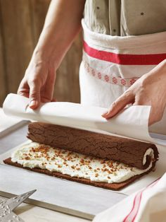 One of my favorite cakes to make during the holiday season is this bûche de n. Xmas Food, Christmas Desserts, Christmas Baking, Christmas Time, Pan Dulce, Rice Krispies, Yule Log Cake, Cake Roll Recipes, Painted Cakes
