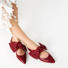 FLAT LEATHER SHOES WITH BOW from Zara, 7590 RSD