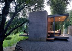 Architects Swatt | Miers suspended three glass pavilions northern California.