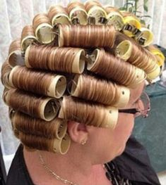 Jim with his new hair color and set on rollers. Retro Hairstyles, Curled Hairstyles, Updo Styles, Hair Styles, Sleep In Hair Rollers, Wet Set, Bobe, Roller Set, New Hair Colors