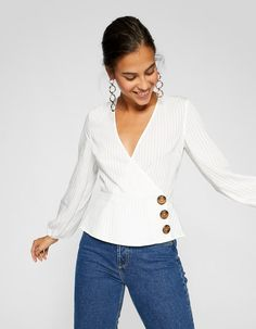 Casual v Neck Buttons Longline White Blouse Blouse Styles, Blouse Designs, Bluse Outfit, Sewing Blouses, Women's Blouses, Streetwear, Casual Skirt Outfits, Beautiful Blouses, Summer Tops