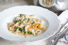 Kantarellirisotto on syksyinen herkku Base Foods, Plant Based Recipes, Whole Food Recipes, Risotto, Ethnic Recipes