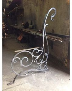 Flowing curves, twisted bar and round balls as accents make chair Iron Furniture, Steel Furniture, Industrial Furniture, Furniture Dolly, Cheap Furniture, Wrought Iron Chairs, Wrought Iron Decor, Metal Projects, Metal Crafts