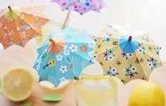 Zelf parapluutjes maken voor in je glas: madame-citron. Diy Origami, Origami And Kirigami, Diy Paper, Paper Crafts, Diy Crafts, Decoration Cocktail, Cocktail Umbrellas, Papier Diy, Paper Umbrellas