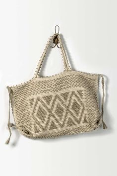 love this bag and others of this type but I always seem to snag them on something!!!