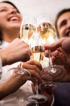Gezellig met vrienden proosten. Kijk voor alles over champagnes op onze website mét webshop: www.brouzje.nl