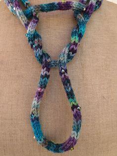 collier tricotin et Swarovski teint à la main - spool knitting & Swarovski hand dyed
