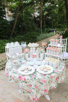 Love this! Kimberly Backyard Get together | See extra get together decor at instagram : iis parisa fb ...