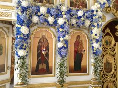 Church Decorations, Church Flowers, Easter Decor, Garlands, Altar, White Flowers, Christianity, Flower Arrangements, Catholic