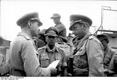 Officiers des fallschirmjäger en pleine discussion. Crête 1941