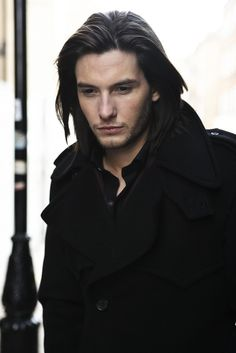 A fan Tweeted a pic of Ben Barnes as a suggestion for Akkarin. Maybe when he's a little bit older... Cute Guys, Pretty Boys, Ben Barnes, Sirius Black, Male Vampire, Prince Caspian, Tom Payne, Vampire Academy, Narnia