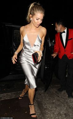 sienna miller´s v-neck silk slip dress