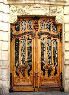 151 rue de Grenelle, Paris. Beautiful art nouveau design - Doors lyrics and windows poetry