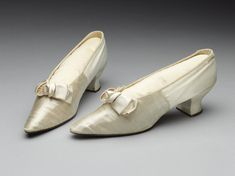 1903, England - Pair of wedding shoes - Silk satin