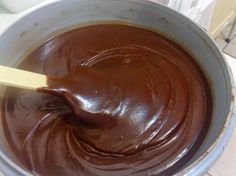 Brigadeiro de Colher (sem leite condensado) Ingredientes - 1 e 1/2 xíc de leite 4 cl (sopa) de chocolate em pó 3 cl (sopa) açúcar 2 cl (sopa) de manteiga