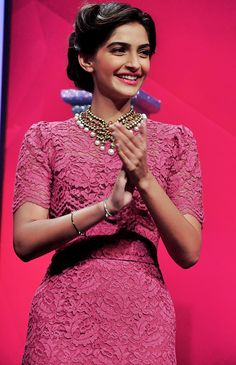 Sonam kapoor - another classy vintage style
