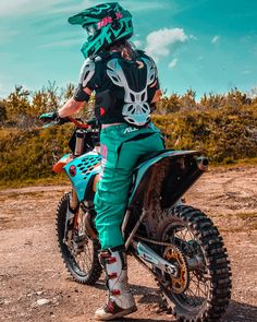 Motocross Couple, Motocross Love, Motocross Girls, Motocross Gear, Ktm 300, Dirt Bike Riding Gear, Dirt Biking, Ktm Dirt Bikes, Husqvarna