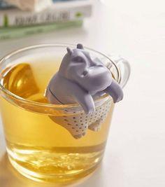 Achetez l'infuseur à thé hippopotame sur lavantgardiste et prenez votre petit-déjeuner en bonne compagnie.