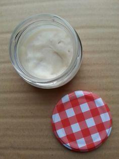 Crema de manos hidratante con manteca de coco, aceite de almendras dulces y aceite esencial de lavanda