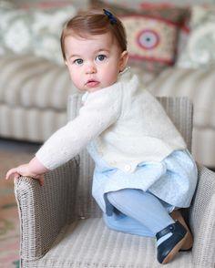 Принцессе Шарлотте сегодня исполняется 1 год. Поздравляем ее с днем рождения!  Happy First Birthday to Princess Charlotte! by buro247ru