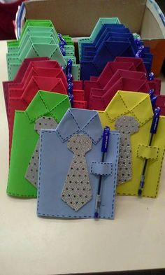 Get the free tie template to make this cute Shirt & Tie card for Dad! Perfect Father's Day Card kids can make. Father's Day Craft for Kids, Father's Day Craft for Preschoolers, Tie template. by janis Easy Kids Crafts Tutorial, Easy Paper Crafts, Paper Shi Kids Crafts, Preschool Crafts, Diy And Crafts, Arts And Crafts, Paper Crafts, Easy Crafts, Jw Gifts, Diy Father's Day Gifts, Father's Day Diy
